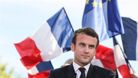 اختراقات تطال حملة مرشح الرئاسة الفرنسية