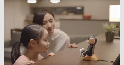 """من """"شارب"""".. روبوت خاص متطور يعتني بالأطفال"""